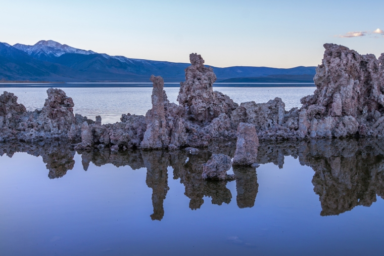 mono-lake-sunset-reflection