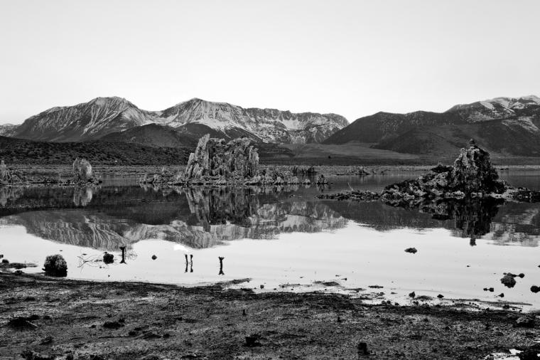 mono-lake-sunset-black-and-white