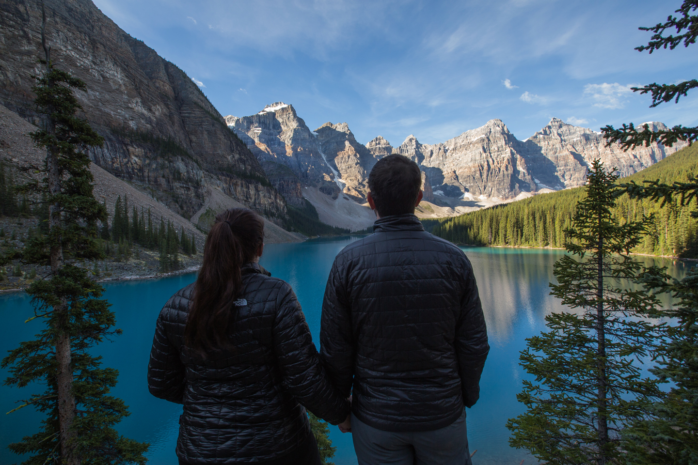 moraine-lake-adventure-couple-banff