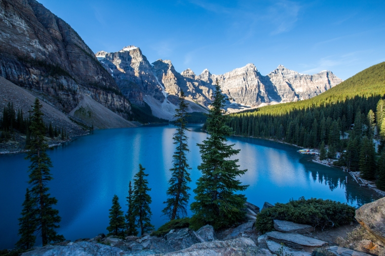 moraine-lake-banff-rockpile