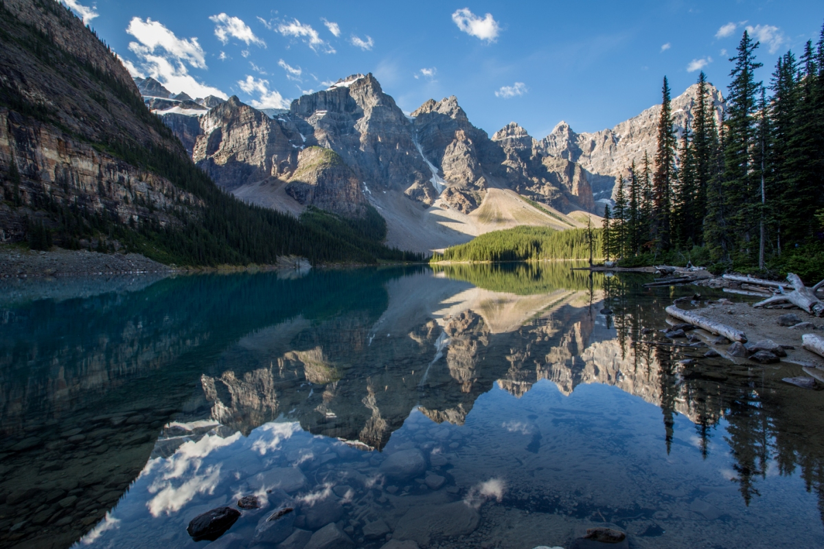 moraine-lake-morning-reflection-banff