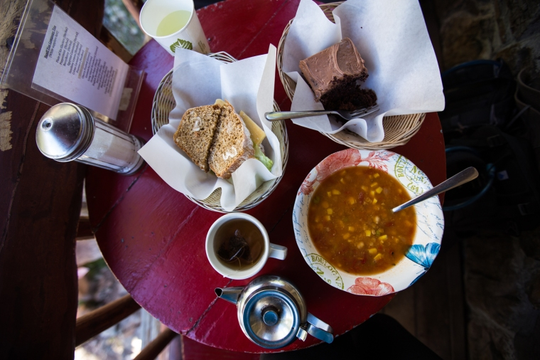 plain-of-six-glaciers-teahouse-lunch