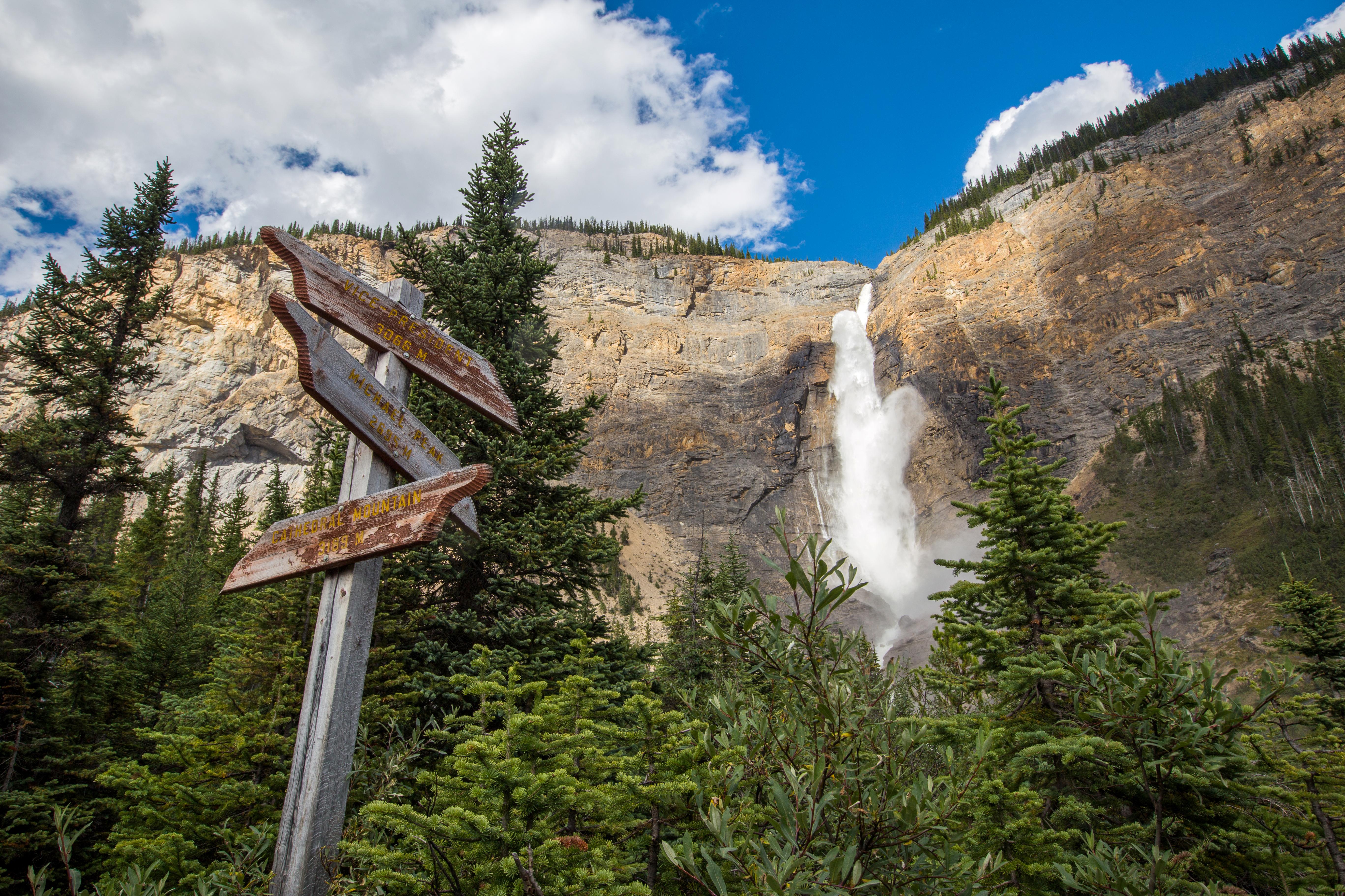takakkaw-falls-yoho-sign