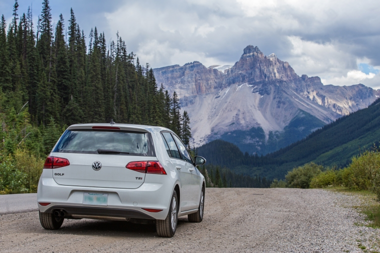 yoho-national-park-mountain-car-golf-jetta