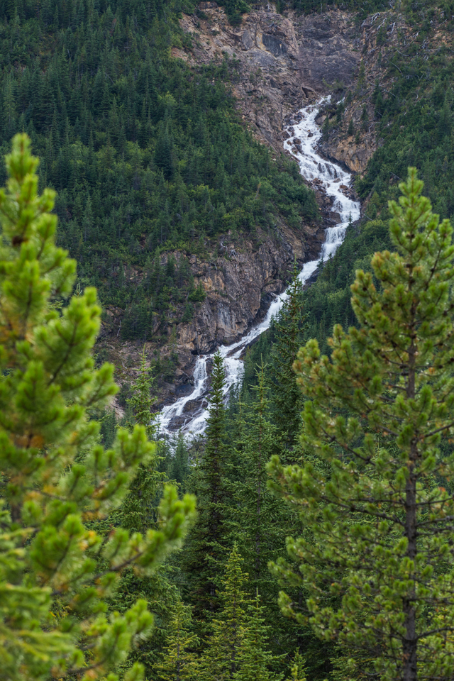 yoho-national-park-waterfall