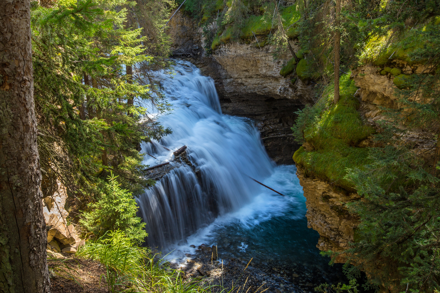 banff-johnston-canyon-cascade-falls