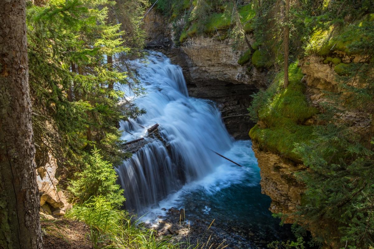 banff-johnston-canyon-cascade-falls
