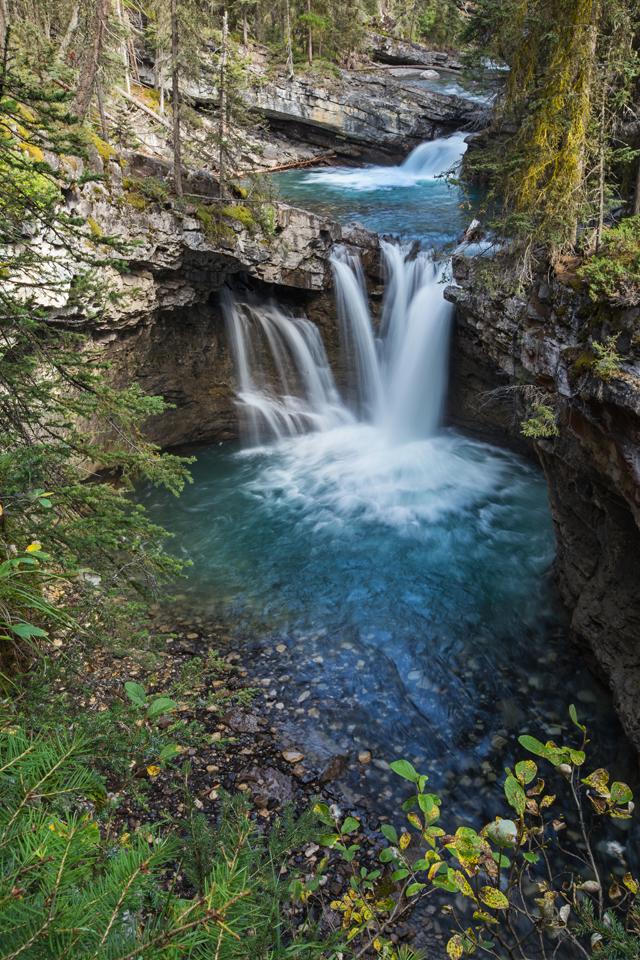 banff-johnston-canyon-cascade