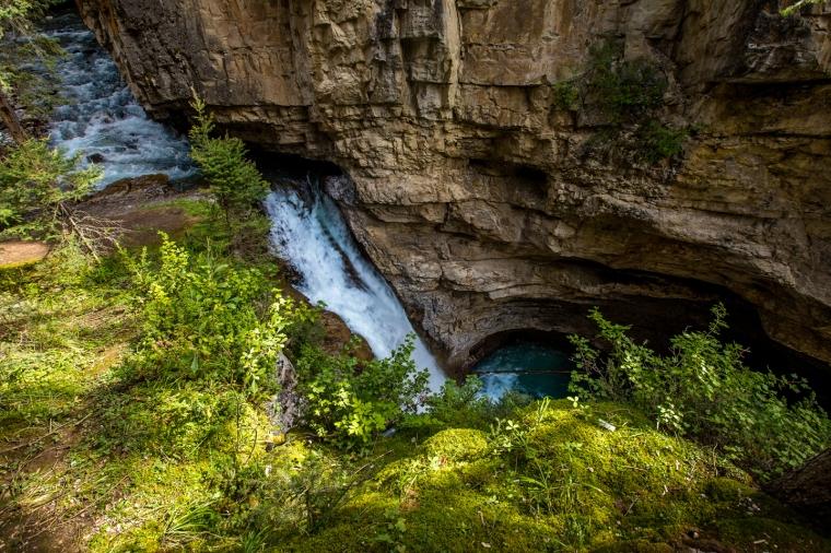 banff-johnston-canyon-river