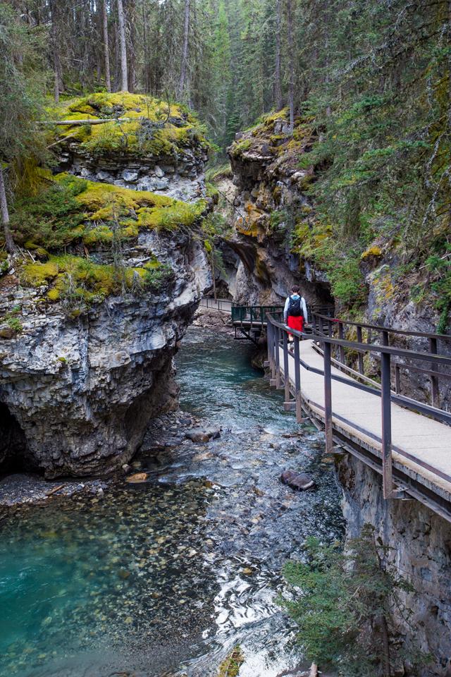 banff-johnston-canyon-walkway.jpg