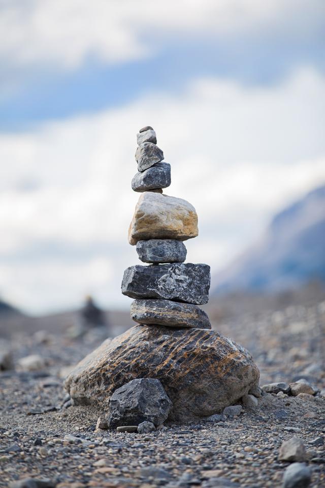 columbia-icefield-rocks
