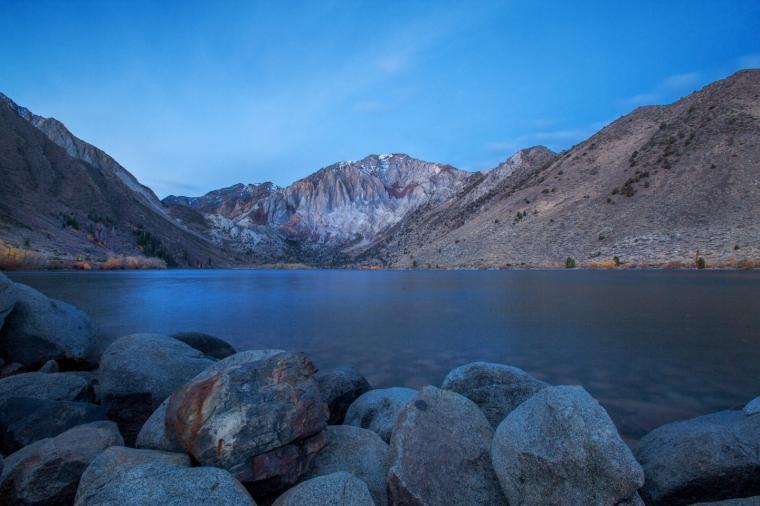 convict-lake-fall-colors-sunrise-1